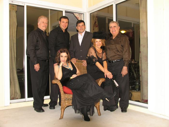 Foto: Mario García Joya. De izquierda a derecha: Carlos Rodríguez, Oswaldo Córdoba, Eddy Díaz Souza y Carlos Pittella. Sentadas, Yvonne López Arenal y Miriam Bermúdez.