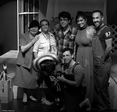 Daisy Fontao, Carmen Cairos, Eddy Díaz Souza, Roxana Montenegro y Francisco Porras.  Debajo: Leandro Peraza. Foto: Ulises Regueiro.