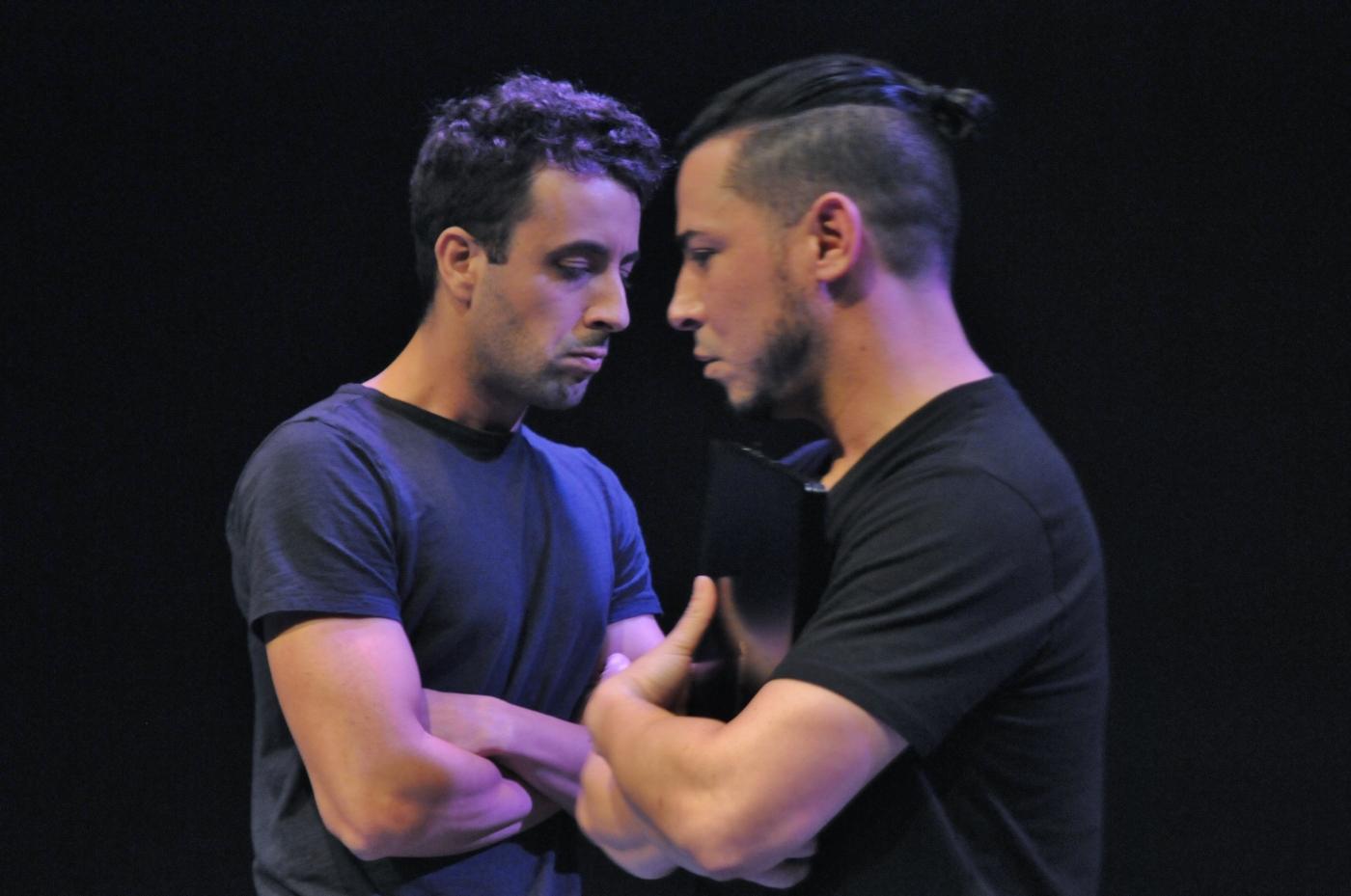 Yunier López y Leandro Peraza en 'Mal tiempo'. Fotos de Asela Torres.